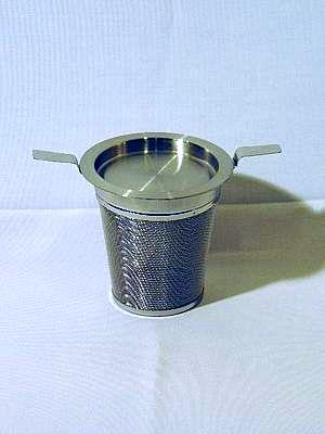 Edelstahl-Teefilter mit Doppelhenkel und Abtropfschale